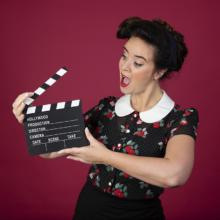 Ramona van Zweden tv-presentatrice regie slipbord