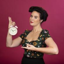Ramona van Zweden dagvoorzitter met klok